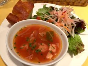 スープ、サラダ、フォカッチャ