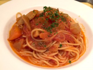 根菜のトマトソースパスタ