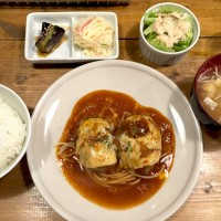 新中野駅から徒歩2分!ハワイアンスタイルで美味しく、ゆったりくつろげるお店!kokokara(ココカラ)
