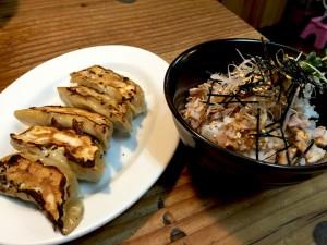 餃子、チャーシュー丼