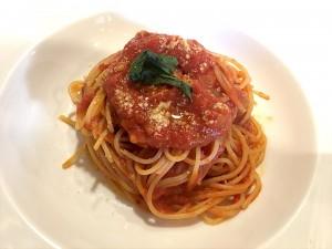 自家製トマトソースのスパゲッティ