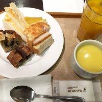 神戸屋パンが食べ放題のランチビュッフェ、サンドッグイン神戸屋 八重洲店