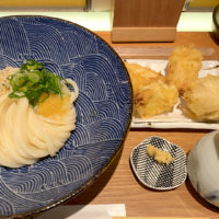 コシのあるうどんが、めちゃめちゃ美味しい!大山地鶏の天ぷらも中は柔らかく、衣はサクサク!切麦や 甚六
