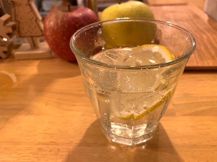 お水は炭酸レモン